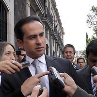TOLUCA, México.- Ricardo Aguilar Castillo, presidente estatal del Partido Revolucionario Institucional (PRI) en su arribo a la Cámara de Diputados para ser testigo de la toma de protesta de los diputados que conformaran la  LVII Legislatura Local.  Agencia MVT / Crisanta Espinosa. (DIGITAL)