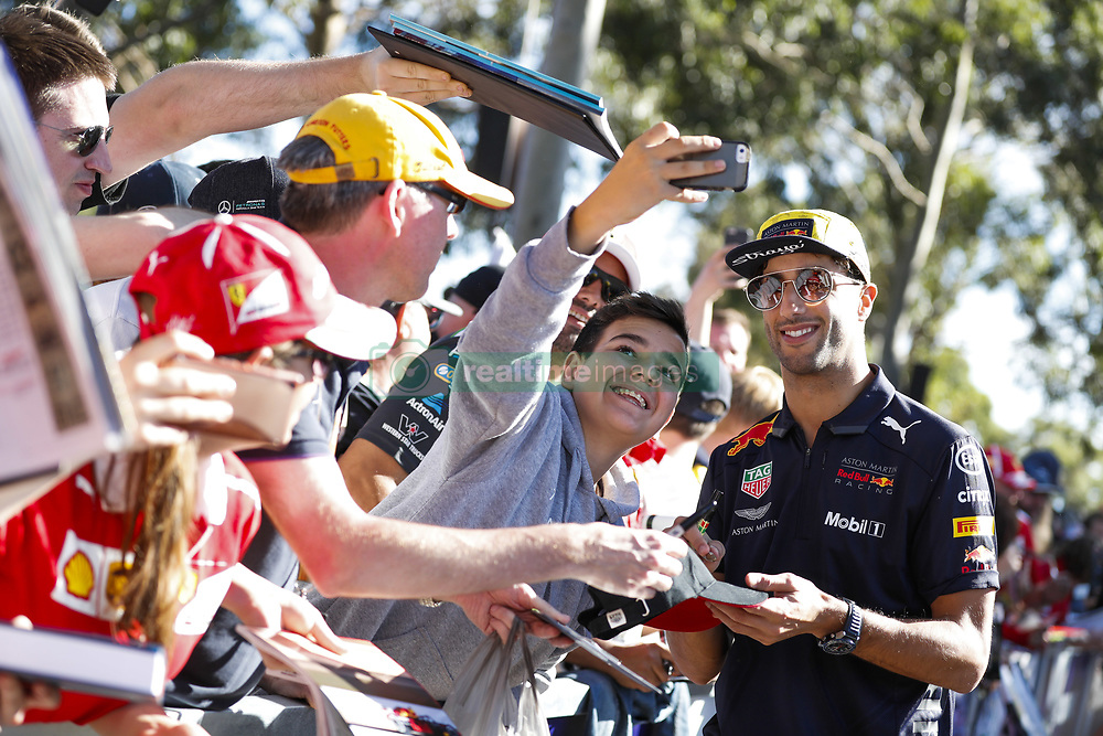 March 23, 2018 - Melbourne, Victoria, Australia - RICCIARDO Daniel (aus), Aston Martin Red Bull Tag Heuer RB14, portrait autographs with fans during 2018 Formula 1 championship at Melbourne, Australian Grand Prix, from March 22 To 25 - Photo  Motorsports: FIA Formula One World Championship 2018, Melbourne, Victoria : Motorsports: Formula 1 2018 Rolex  Australian Grand Prix, (Credit Image: © Hoch Zwei via ZUMA Wire)