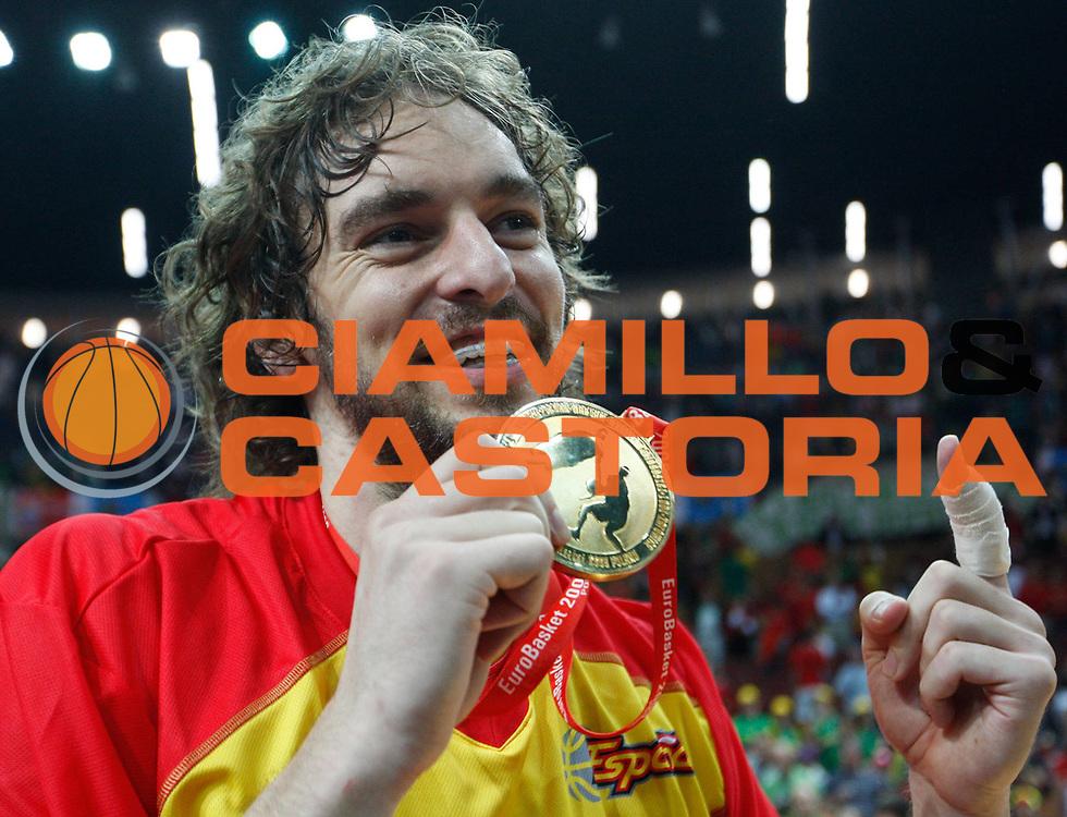 DESCRIZIONE : Katowice Poland Polonia Eurobasket Men 2009 Finale 1 2 posto Final 1st 2nd place Spagna Spain Serbia<br /> GIOCATORE : Pau Gasol<br /> SQUADRA : Spagna Spain<br /> EVENTO : Eurobasket Men 2009<br /> GARA : Spagna Spain Serbia<br /> DATA : 20/09/2009 <br /> CATEGORIA : esultanza premiazione<br /> SPORT : Pallacanestro <br /> AUTORE : Agenzia Ciamillo-Castoria/M.Kulbis<br /> Galleria : Eurobasket Men 2009 <br /> Fotonotizia : Katowice  Poland Polonia Eurobasket Men 2009 Finale 1 2 posto Final 1st 2nd place Spagna Spain Serbia<br /> Predefinita :