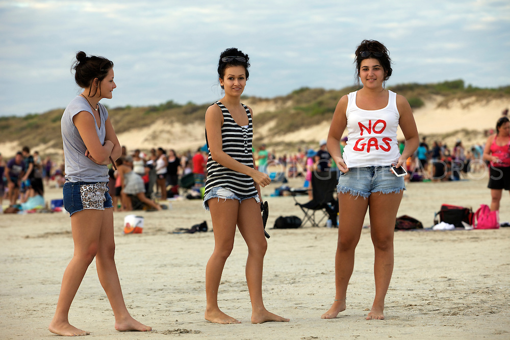 "'We love Broome"" Broome families on Cable Beach 17-7- 2011.Photo by Ingetje Tadros.."