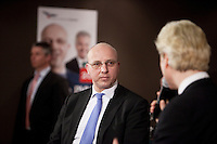 Nederland. Den Haag, 26 februari 2010.<br /> Lijsttrekker Den Haag Sietse Fritsma wordt door Wilders geinterviewd. Partij voor de Vrijheid, PVV. Campagnebijeenkomst in een zaaltje Ockenburgh Active in het kader van de gemeenteraadsverkiezingen. Politieke partij, aanhang, Geert WildersPolitiek, lokale politiek<br /> Foto Martijn Beekman