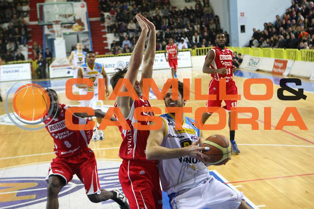 DESCRIZIONE : Cremona Lega A 2012-2013 Vanoli Cremona Scavolini Banca Marche Pesaro<br /> GIOCATORE :  Luca Vitali<br /> SQUADRA : Vanoli Cremona<br /> EVENTO : Campionato Lega A 2012-2013<br /> GARA : Vanoli Cremona Scavolini Banca Marche Pesaro<br /> DATA : 23/12/2012<br /> CATEGORIA : Tiro<br /> SPORT : Pallacanestro<br /> AUTORE : Agenzia Ciamillo-Castoria/F.Zovadelli<br /> GALLERIA : Lega Basket A 2012-2013<br /> FOTONOTIZIA : Cremona Campionato Italiano Lega A 2012-13 Vanoli  Cremona Scavolini Banca Marche Pesaro<br /> PREDEFINITA :
