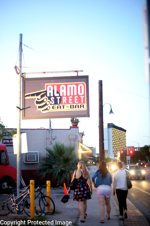 Alamo Steet  Eat-Bar