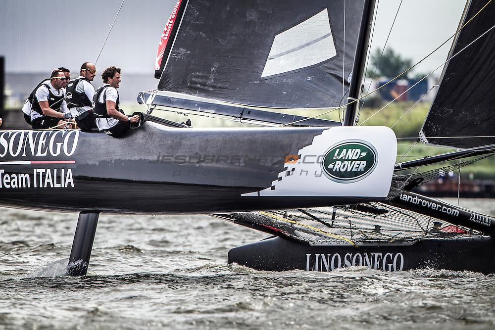 2015 Extreme Sailing Series - Act 5 - Hamburg<br /> Lino Sonego Team Italia skippered by Lorenzo Bressani (ITA) and crewed by Enrico Zennaro (ITA), Stefano Rizzi (ITA), Stefano Ciampalini (ITA) and Manuel Modena (ITA)<br /> Credit Jesus Renado