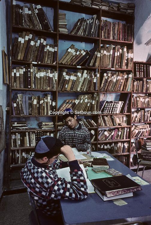 Yeshiva (boy Jewish school) : Hara Sequira ; Jewish village  Djerba  Tunisia     /// Yeshiva  pour garçons  (école) , village juif de Hara Kebira  Djerba  Tunisie   /// R322/    L004830  /  P0008207