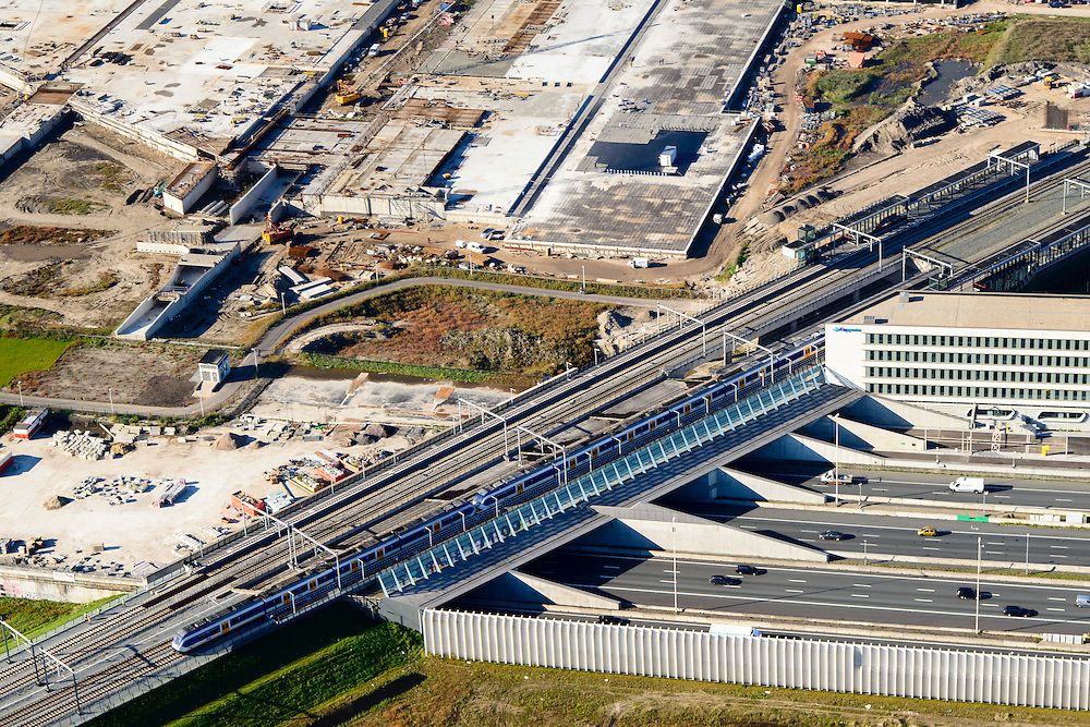 Nederland, Utrecht, Leidsche Rijn, 30-09-2015; noordelijke ingang van de Leidsche Rijntunnel en NS station Utrecht Leidsche Rijn. <br /> Entrance land tunnel for motorway A2 and railway station.<br /> luchtfoto (toeslag op standard tarieven);<br /> aerial photo (additional fee required);<br /> copyright foto/photo Siebe Swart