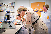 Koningin Maxima brengt een werkbezoek aan het Prinses Maxima Centrum voor kinderoncologie in Utrecht.<br /> <br /> Queen Maxima has a work visit at the Princess Maxima Center for Child Conscience in Utrecht.