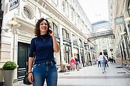 Den Haag. Passage. Een jonge vrouw aan het bellen met haar mobiel.  Foto: Gerrit de Heus. The Netherlands. A young woman talking on her mobile phone. Photo: Gerrit de Heus.