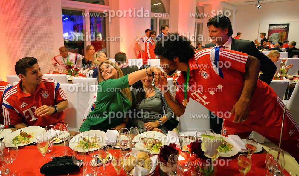 17.05.2014, T Com, Berlin, GER, DFB Pokal, Bayern Muenchen Pokalfeier, im Bild Dante kisses the hand of the wife of Claudio Pizarro Dante, // during the FC Bayern Munich &quot;DFB Pokal&quot; Championsparty at the T Com in Berlin, Germany on 2014/05/17. EXPA Pictures &copy; 2014, PhotoCredit: EXPA/ Eibner-Pressefoto/ EIBNER<br /> <br /> *****ATTENTION - OUT of GER*****