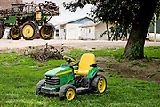 24 June 2011- Greg Nuttleman's Farm in Stomsburg, Nebraska is photographed for FMC Authority.