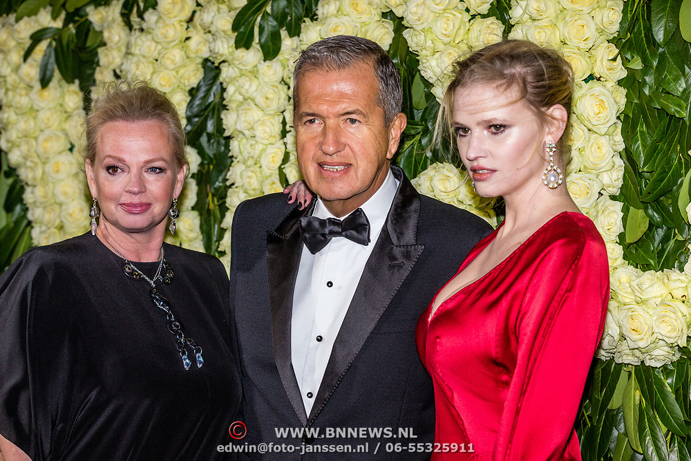 NLD/Amsterdam//20170309 - 5 jarig bestaan Vogue, Karin Swiers met Mario Testino en Lara Stone