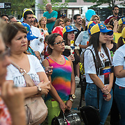 PROTESTA PACIFICA POR VENEZUELA - HOMENAJE A LOS CAIDOS - PANAMA 15-03-2014<br /> <br /> El parque de Vía Argentina, Andrés Bello, se realizó el sábado 15 de Marzo una concertación de los venezolanos residentes en Panamá, donde realizaron una  protesta pacífica por Venezuela.<br /> <br /> Esta protesta se realizó en varios países como homenaje a los fallecidos en los recientes disturbios que se registraron en Venezuela en contra del actual Gobierno de Nicolás Maduro.<br /> <br /> La mayor ola de protestas en Venezuela ya cobró 28 vidas hasta entonces.