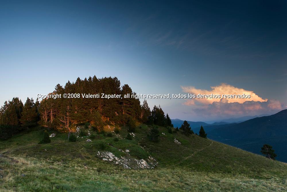 Atardecer en el Pic de Loubat, Pirineos. Sunset at Loubat Peak, Pyrenees