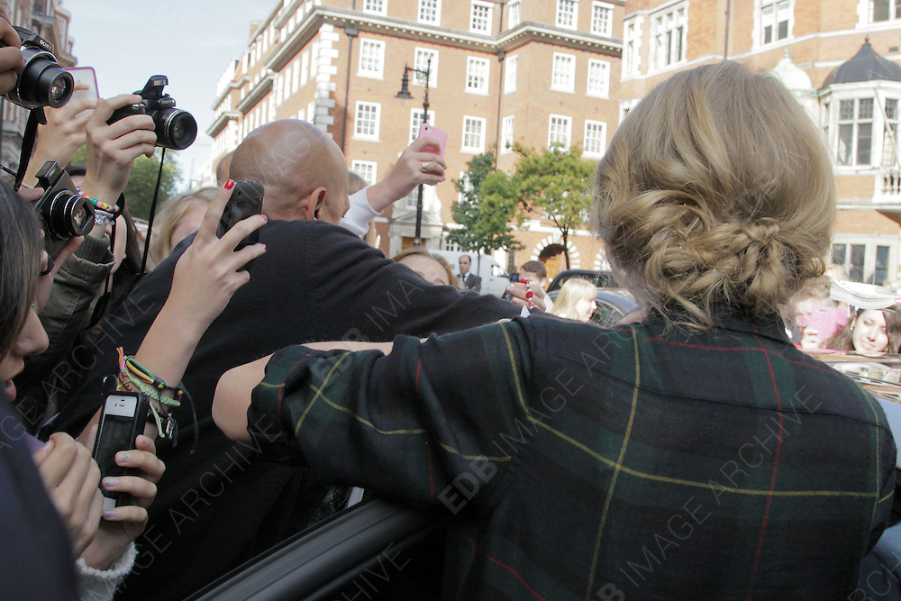 06.OCTOBER.2012. LONDON<br /> <br /> TAYLOR SWIFT GETS MOBED BY FANS AS SHE LEAVES HER LONDON HOTEL.<br /> <br /> BYLINE: EDBIMAGEARCHIVE.CO.UK<br /> <br /> *THIS IMAGE IS STRICTLY FOR UK NEWSPAPERS AND MAGAZINES ONLY*<br /> *FOR WORLD WIDE SALES AND WEB USE PLEASE CONTACT EDBIMAGEARCHIVE - 0208 954 5968*