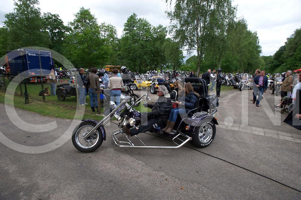 OMMEN - Vechtgenotenrit..foto:tientallen motoren vertrokken voor de rit..FFU PRESS AGENCY COPYRIGHT FRANK UIJLENBROEK.