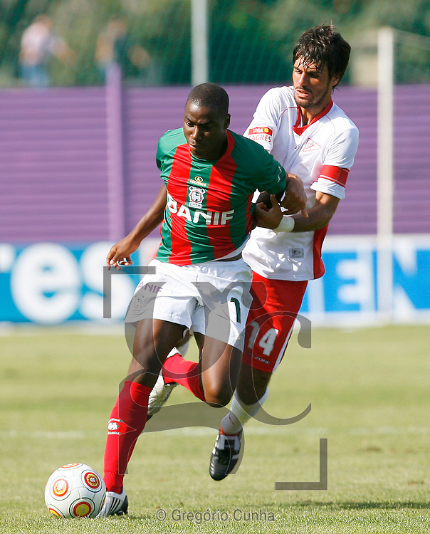Djalma do Maritimo luta pela bola com Bruno China do Leixoes durante o jogo da Liga de Futebol, disputado no estádio dos Barreiros, Funchal, Ilha da Madeira , 23 de Agosto de 2009. .Foto Gregorio Cunha.Maritimo player, Djalma(R), fights for the ball with Leixoes opponent, Bruno China (L), during their first league soccer match held at the Barreiros stadium, Funchal, Madeira Island, Portugal, 23 august 2009..Photo Gregorio Cunha