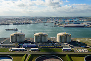 Nederland, Zuid-Holland, Rotterdam, 23-10-2013; Maasvlakte met Gate terminal, aanlandstation voor LNG (liquefied natural gas) aan de Yangtzehaven. Olietanks aan de Peteroleumhaven in de voorgrond, ECT Delta Terminal in de achtergrond.<br /> Gate terminal for LNG with 8th Petroleum basin in the foreground. ECT Delta Terminal in the background.<br /> luchtfoto (toeslag op standard tarieven);<br /> aerial photo (additional fee required);<br /> copyright foto/photo Siebe Swart