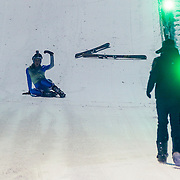 DUI/Hinterzarten/20130212 - Opname Vliegende Hollanders 2013 - Sterren van de Schans, Kelly van der Veer valt tijdens de landing na sprong van de schans