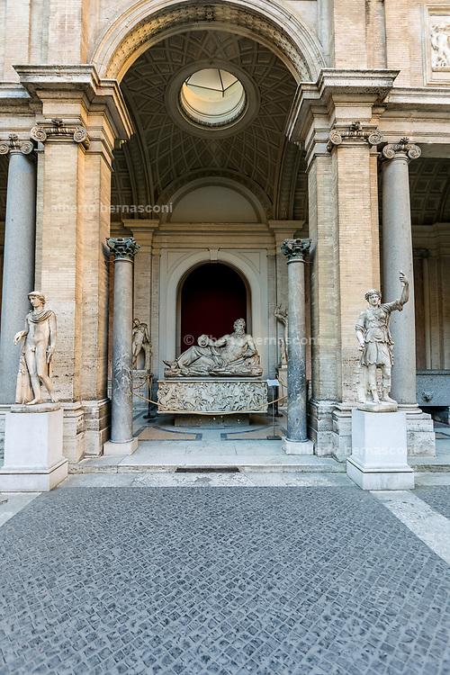 Rome, Vatican Museums, Cortile Ottagono, tourists