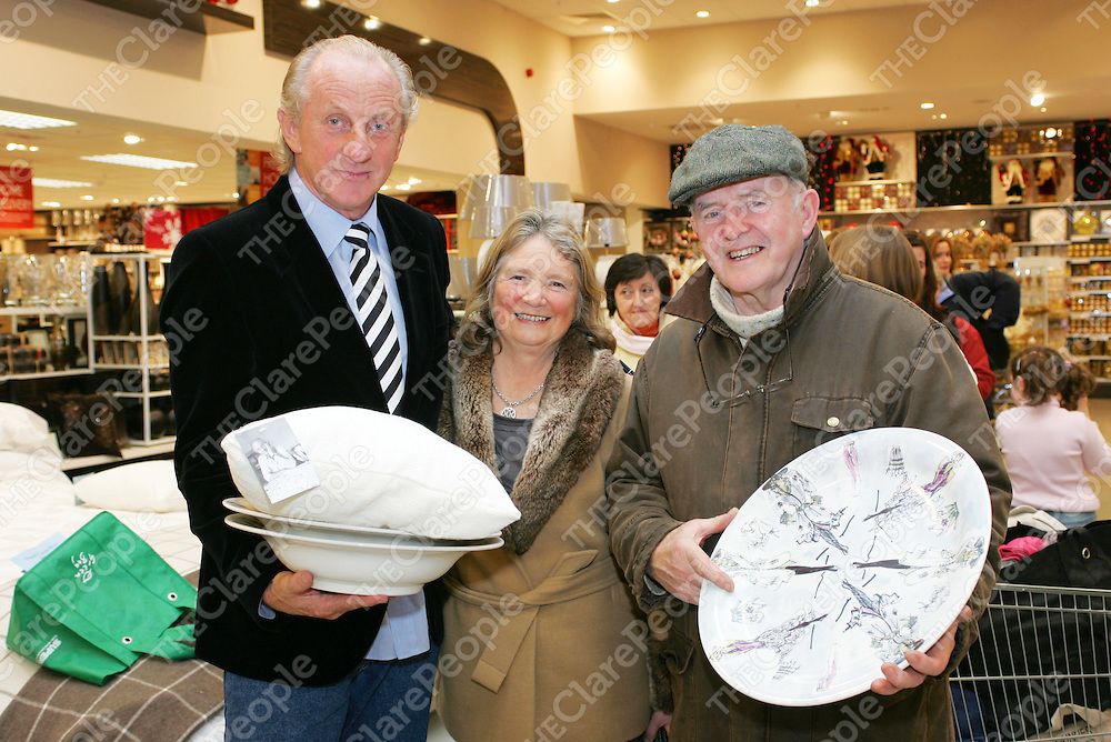 Pictured at the Launch of the Paul Costelloe Homeware collection designed exclusively for Dunnes Stores in the New Jetland Shopping Center were: Designer Paul Costelloe and Breda &amp; Dermot Kelly.<br />