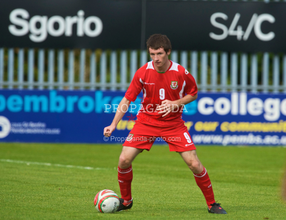HAVERFORDWEST, WALES - Saturday, October 3, 2009: Wales' Will James in action against Russia during the UEFA Under-17 Championship Qualifying Round Group 12 match at Bridge Meadow Stadium (Pic by David Rawcliffe/Propaganda)