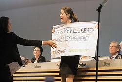 20.04.2016, Messe Essen, Essen, GER, Hauptversammlung RWE AG, im Bild Aktivistin von Greenpeace bei der Hauptversammlung von RWE auf der Bühne, +++PERSOENLICHKEITSRECHTE BEACHTEN+++ // during the annual general meeting of RWE AG at the Messe Essen in Essen, Germany on 2016/04/20. EXPA Pictures © 2016, PhotoCredit: EXPA/ Eibner-Pressefoto/ Deutzmann<br /> <br /> *****ATTENTION - OUT of GER*****
