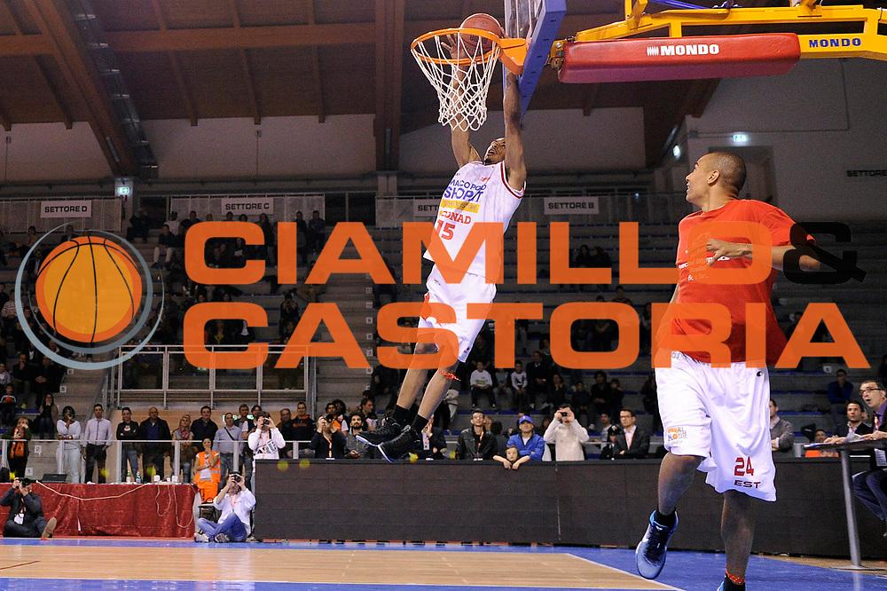 DESCRIZIONE : Riccione SuisseGas All Star Game 2012<br /> GIOCATORE : Terrence Roderick<br /> CATEGORIA : gara schiacciate dunk contest schiacciata<br /> SQUADRA : Est Ovest<br /> EVENTO : All Star Game 2012<br /> GARA : Est Ovest<br /> DATA : 06/04/2012<br /> SPORT : Pallacanestro<br /> AUTORE : Agenzia Ciamillo-Castoria/C.De Massis<br /> Galleria : Lega Basket A2 2011-2012 <br /> Fotonotizia : Riccione SuisseGas All Star Game 2012<br /> Predefinita :