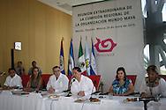 El ministro de Turismo de El Salvador Jos´Napoleón Duarte  entega Lunes JUN 24,2013 la presidencia de la organización Mundo Maya a la Ministra de Turismo de Honduras, Nelly Jerez, quien  presidirá protémpore,  con la observación del subsecretario de turismo de México, Carlos Joaqúin González. Photo: FID/Imágenes Libres.