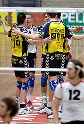 18-03-2006 VOLLEYBAL: PLAY OFF HALVE FINALE: PIET ZOOMERS D - HVA AMSTERDAM: APELDOORN<br /> Piet Zoomers wint de eerste van de vijf wedstrijden vrij eenvoudig met 3-0 / Jelte Maan<br /> Copyrights2006-WWW.FOTOHOOGENDOORN.NL