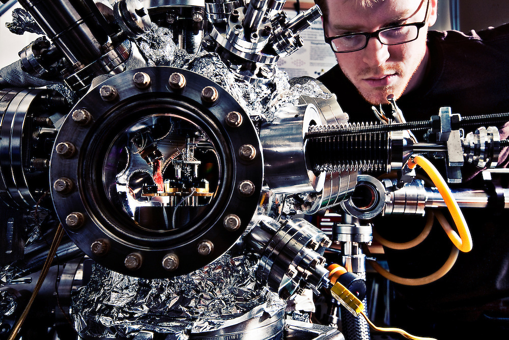 Benedict Drevniok, Graduate Student in nanophysics using a nanophysics microscope