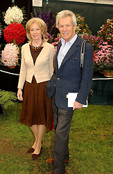 The EARL OF LICHFIELD and LADY ANNUNCIATA ASQUITH at the 2005 RHS Chelsea Flower Show on 23rd May 2005<br /><br />NON EXCLUSIVE - WORLD RIGHTS