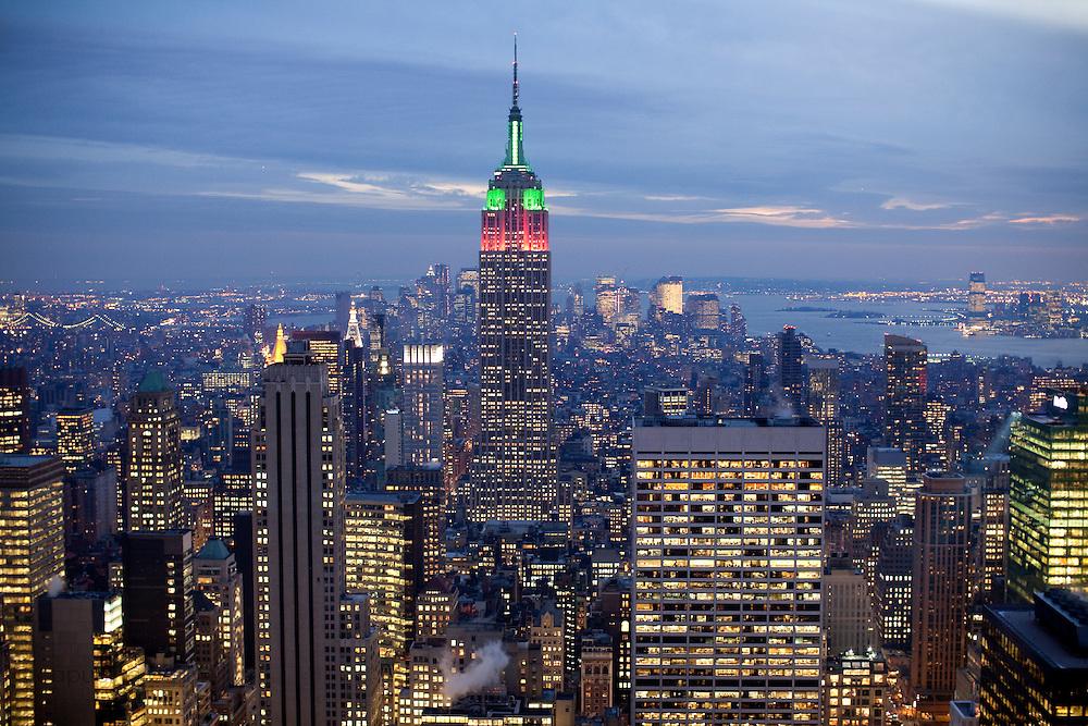 New York, New York. Etats Unis. 16 Decembre 2010.Vue de Manhattan depuis le haut du Rockefeller Center (69eme etage, 259 metres)..New York, New York. United States. December 16th 2010.View from the top of the Rockefeller Center (69th floor, 259 meters)..
