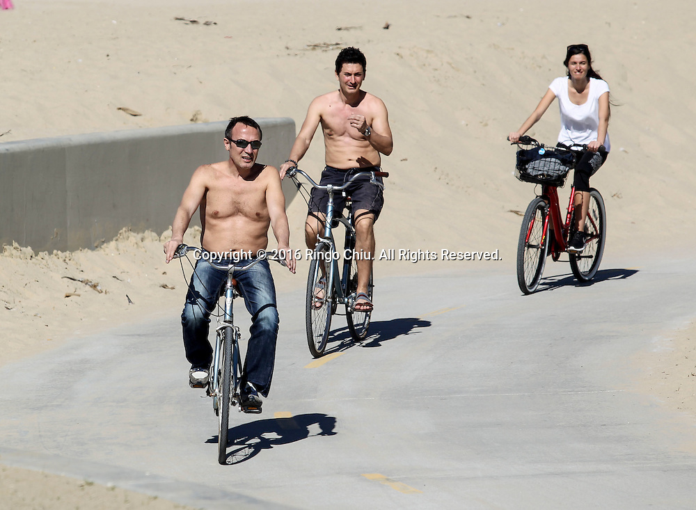 Bicyclists ride under the warm weather at Venice Beach in Los Angeles, Feb. 10, 2016. A midwinter heat wave baked Southern California again Tuesday, breaking more February records as temperatures soared into the 80s and 90s even as the Santa Ana winds that stoked the atmosphere began to fade. The forecasters said more highs are expected in the high 80s and low 90s today. The heat, accompanied by wind and by low humidity, will keep the danger of wildfire elevated, but no red flag warnings<br /> are in effect.(Photo by Ringo Chiu/PHOTOFORMULA.com)<br /> <br /> Usage Notes: This content is intended for editorial use only. For other uses, additional clearances may be required.