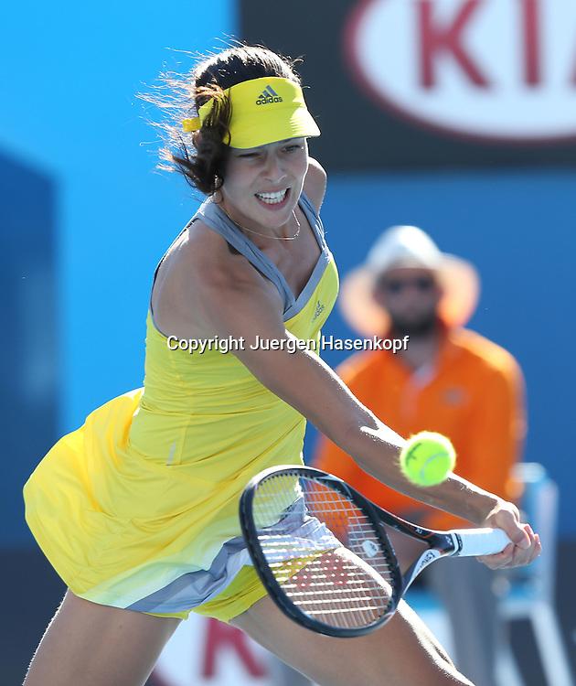 Australian Open 2013, Melbourne Park,ITF Grand Slam Tennis Tournament,.Ana Ivanovic (SRB),Aktion,Einzelbild,Halbkoerper,Hochformat,