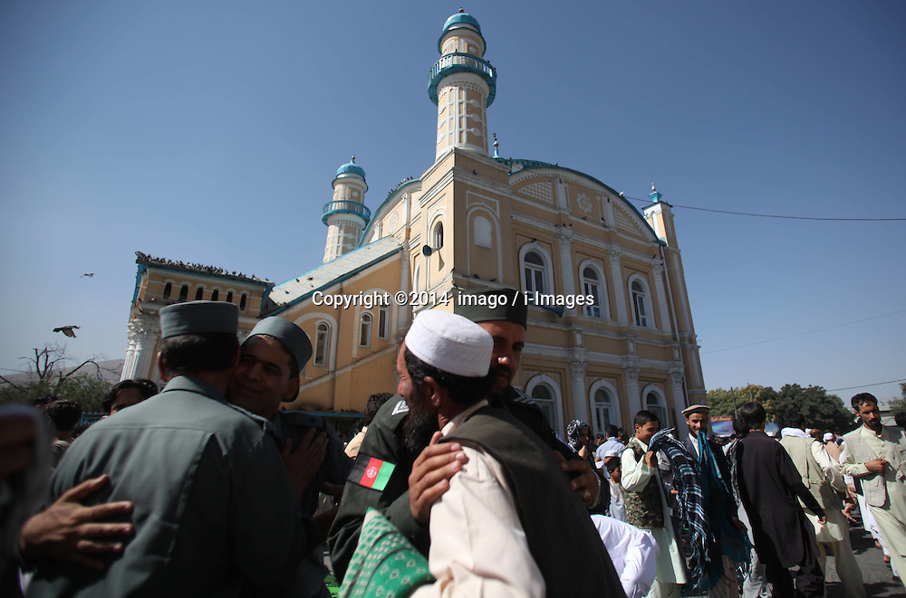 Image ©Licensed to i-Images Picture Agency. 28/07/2014. Kabul, Afghanistan. <br /> 61981781<br /> Afghan men embrace each other after Eid-al-Fitr prayers at a mosque in Kabul, Afghanistan, on July 28, 2014. Muslims around the world celebrate Eid al-Fitr, marking the end of the fasting month of Ramadan. Picture by  imago / i-Images<br /> UK ONLY