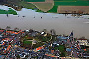 Nederland, Limburg, Kessel, 15-11-2010;.Dorp aan de rivier de Maas met de ruine van Kasteel de Keverberg. Village on the River Meuse and the ruins of the Castle De Keverberg..luchtfoto (toeslag), aerial photo (additional fee required).foto/photo Siebe Swart