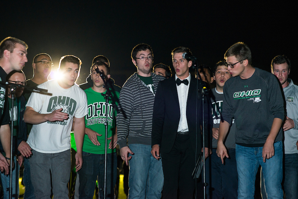 Yell Like Hell Homecoming Students Pepsi Tailgreat Park Photo by Royle Mast