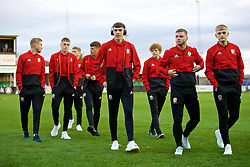 RHYL, WALES - Wednesday, November 14, 2018: Wales' players inspect the pitch before the UEFA Under-19 Championship 2019 Qualifying Group 4 match between Wales and Scotland at Belle Vue. (Pic by Paul Greenwood/Propaganda)