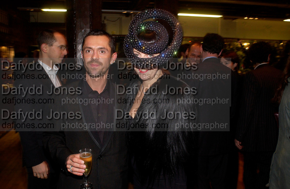Shaun Leane and Isabella Blow. Party hosted by Isabella Blow in honour of Shaun Leane to celebrate his jewelry collection. Liberty's. London. 8 December 2004. ONE TIME USE ONLY - DO NOT ARCHIVE  © Copyright Photograph by Dafydd Jones 66 Stockwell Park Rd. London SW9 0DA Tel 020 7733 0108 www.dafjones.com