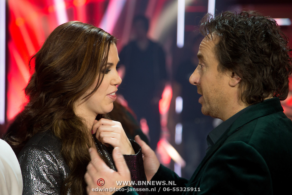 NLD/Amsterdam/20131122 - The Voice of Holland 2013 2de show, Gerrie Dantuma in gesprek met coach Marco Borsato