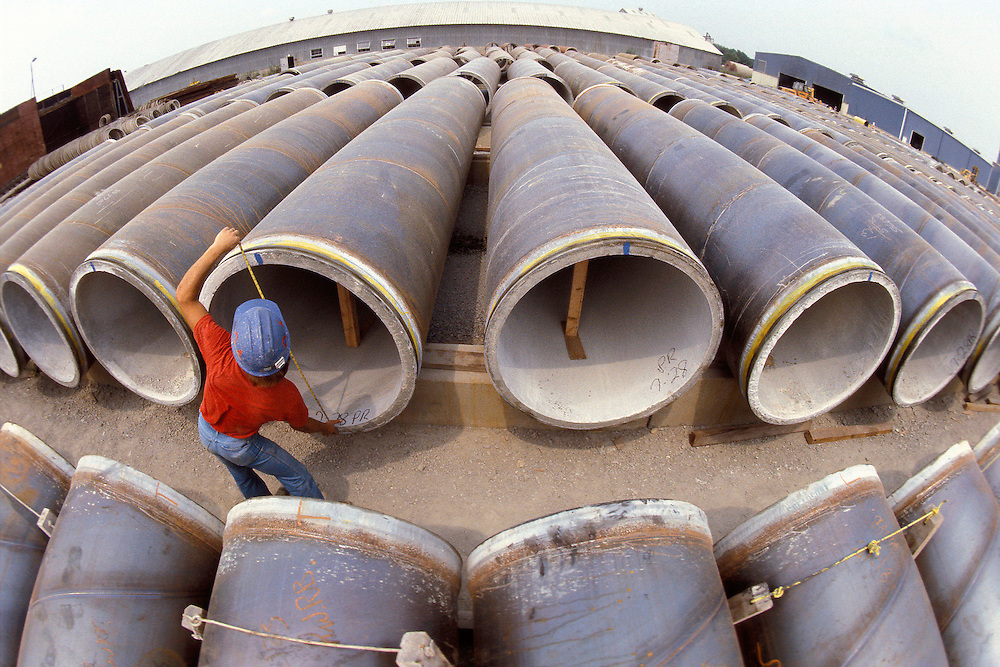Post-stressed concrete pipes curing after a phase of manufacturing