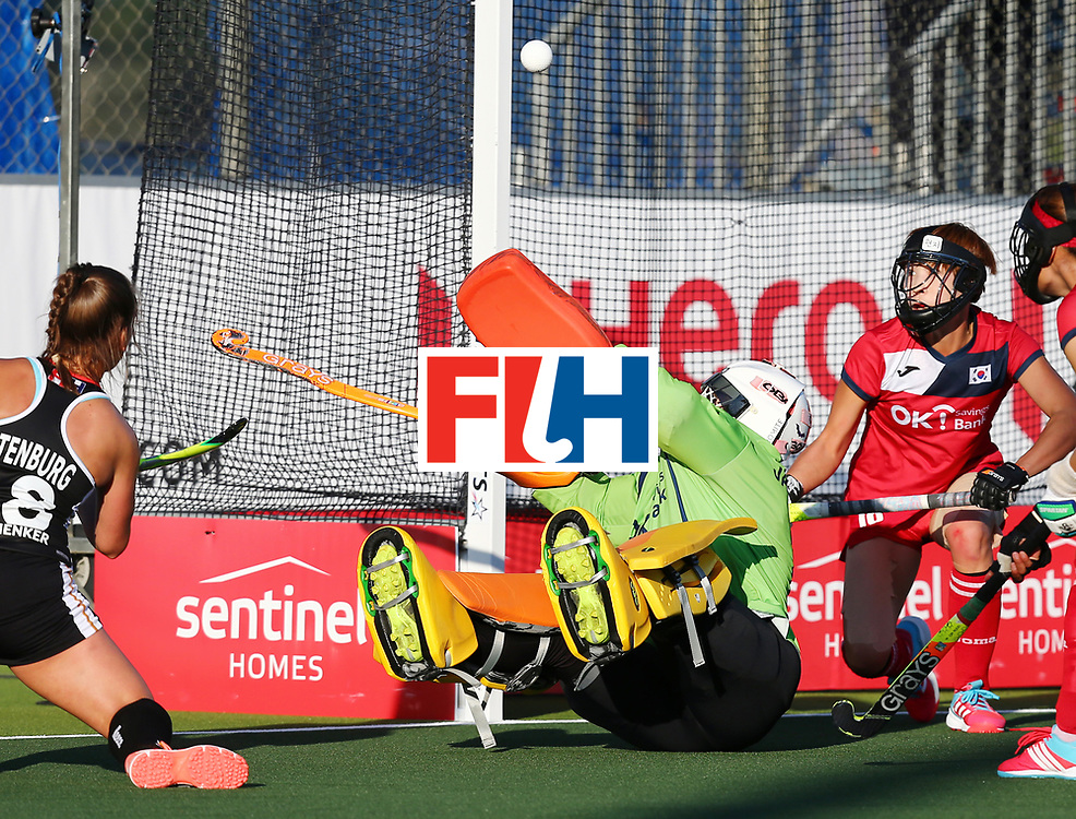 New Zealand, Auckland - 22/11/17  <br /> Sentinel Homes Women&rsquo;s Hockey World League Final<br /> Harbour Hockey Stadium<br /> Copyrigth: Worldsportpics, Rodrigo Jaramillo<br /> Match ID: 10303 - GER vs KOR<br /> Photo: (18) ALTENBURG Lisa (C) attack (1) JANG Soo Ji&nbsp;(GK)