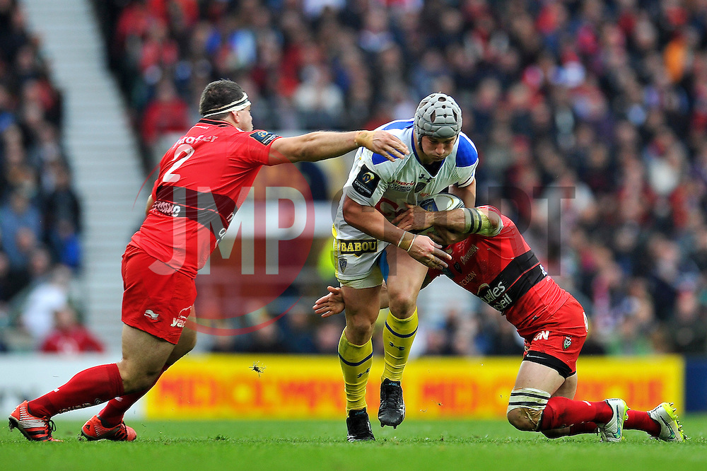 Jonathan Davies of Clermont Auvergne takes on the Toulon defence - Photo mandatory by-line: Patrick Khachfe/JMP - Mobile: 07966 386802 02/05/2015 - SPORT - RUGBY UNION - London - Twickenham Stadium - ASM Clermont Auvergne v RC Toulon - European Rugby Champions Cup Final