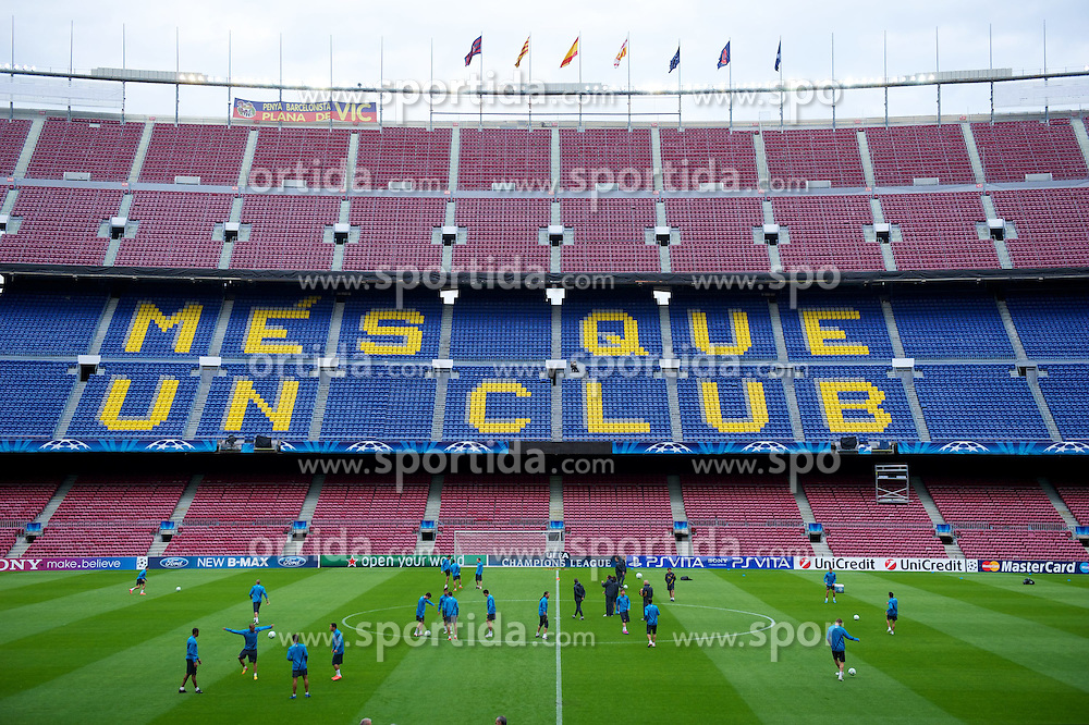 23.04.2012, Stadion Camp Nou, Barcelona, ESP, UEFA CL, Halblfinal-Rueckspiel, FC Barcelona (ESP) vs FC Chelsea (ENG), im Bild FC Barcelona players ahead the UEFA Championsleague Halffinal 2st Leg Match, between FC Barcelona (ESP) and FC Chelsea (ENG), at the Camp Nou Stadium, Barcelona, Spain on 2012/04/23. EXPA Pictures © 2012, PhotoCredit: EXPA/ Propagandaphoto/ David Rawcliffe..***** ATTENTION - OUT OF ENG, GBR, UK *****