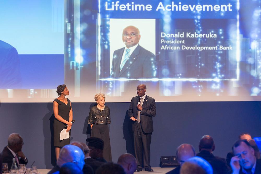 Mme Ben Yahmed et Donald Kaberuka, lors de la cérémonie des Awards Africa Ceo Forum 2015