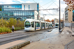Tramway à l'arret, quartier Gerland // Tramway stooped at station in Gerland area