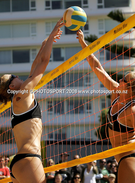 Susan Blundell blocks Sweden's Camilla Nilsson's spike.<br /> New Zealand Beach Volleyball Tour, Round Four. Oriental Parade, Wellington, New Zealand. Saturday 12 January 2008. Photo: Dave Lintott/PHOTOSPORT