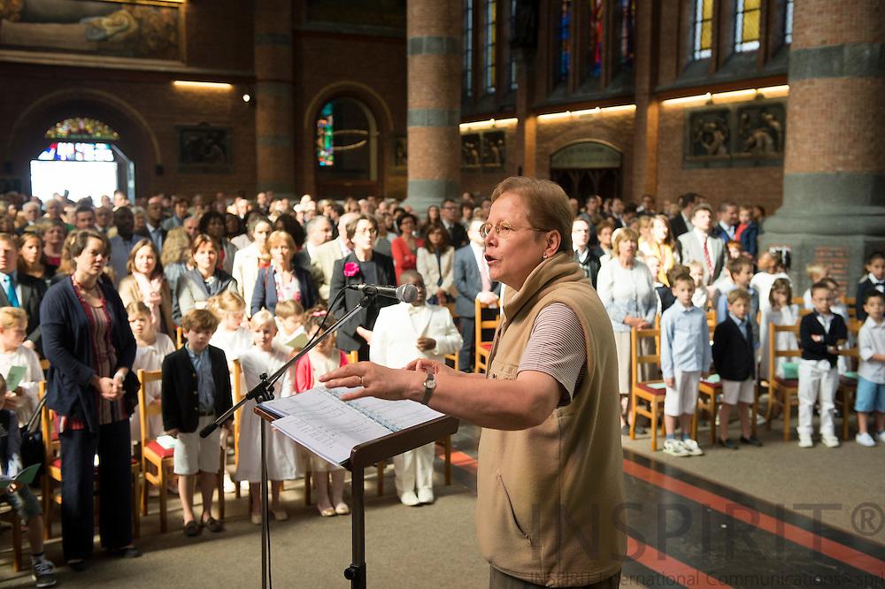 La premiere des communions des enfants a la Paroisse Notre Dame du Sacre-Coeur, Bruxelles 1 juin 2014. Photo: Erik Luntang