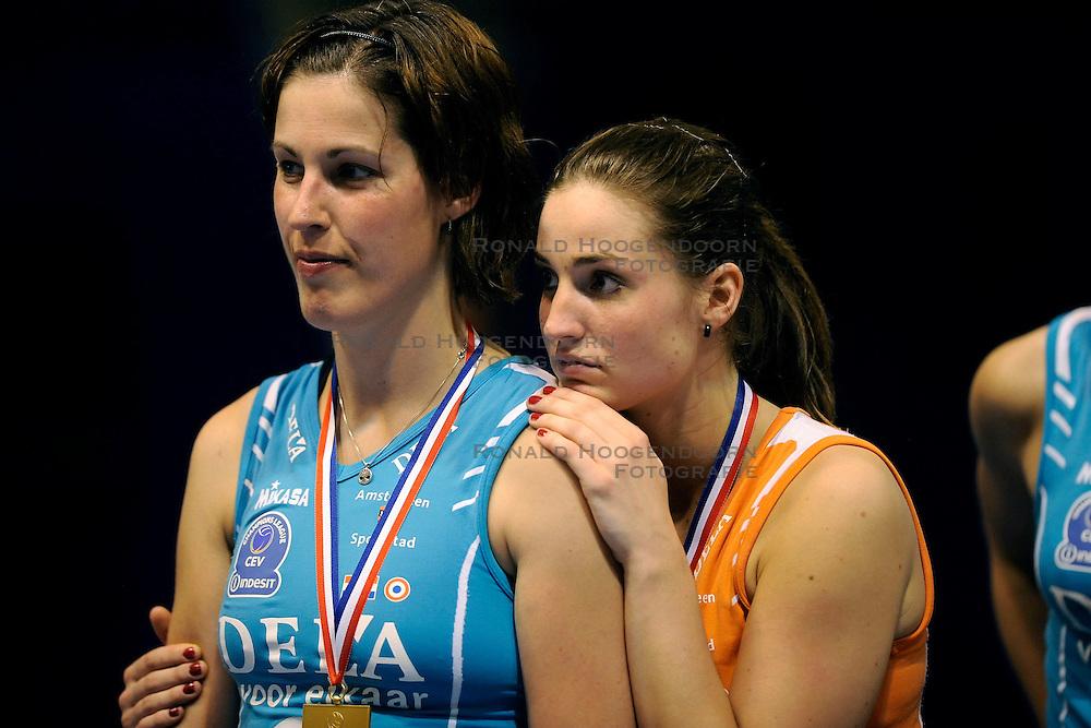 24-04-2009 VOLLEYBAL: PLAY OFF FINALE AMVJ - DELA MARTINUS: AMSTELVEEN<br /> DELA Martinus opnieuw kampioen van Nederland / Francien Huurman en Myrthe Schoot<br /> &copy;2009-WWW.FOTOHOOGENDOORN.NL