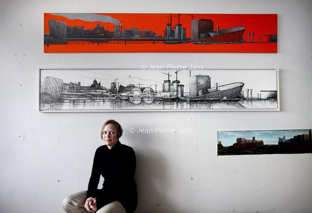 Nederland, Amsterdam , 7 maart 2014.<br /> Sigrid van Essel, kunstenares in haar atelier in Amsterdam Noord voor een wand met haar panorama's van het IJ.<br /> Foto:Jean-Pierre Jans